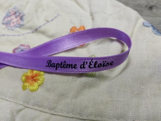 Ruban en satin : la touche élégante pour les ballotins de dragées lors d'un baptême