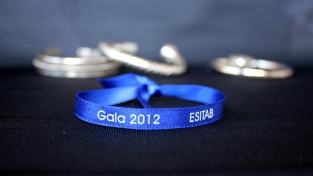 Bracelets en satin : Personnalisez vos soirées étudiantes !