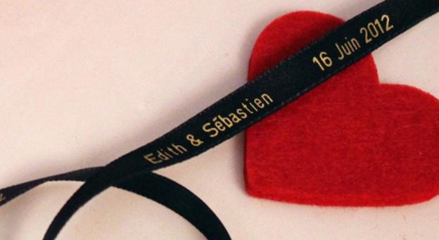 Un mariage plein d'amour  et de rubans en satin personnalisés !