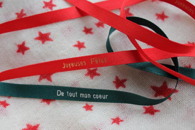 Des rubans en satin personnalisés pour votre soirée de Noël