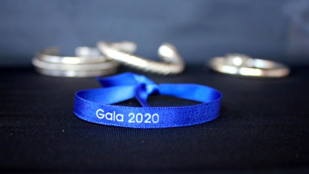 Personnalisez vos soirées étudiantes avec les bracelets de satin