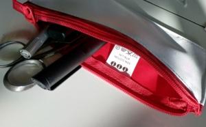 Étiquettes indiquant la composition des tissus et étiquettes logo