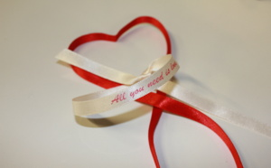 Des mots doux sur satin pour la Saint Valentin