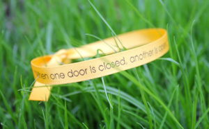 Bracelets en satin : personnalisez l'événement de fin d'année de votre association